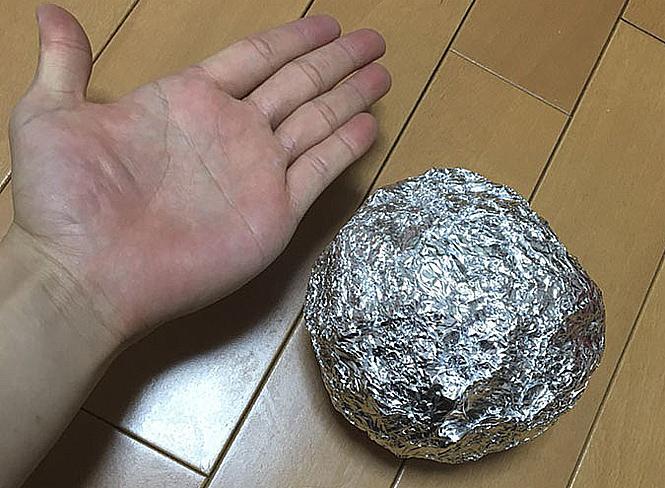 Фото №2 - Полировка шаров из фольги— популярное японское хобби