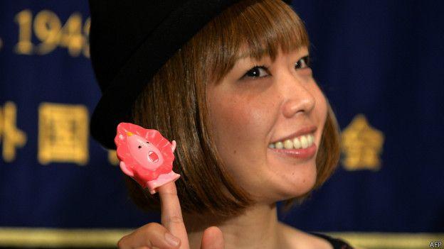 Фото №1 - Дайте 2! В Японии судят художницу за рассылку 3D моделей своей вагины.