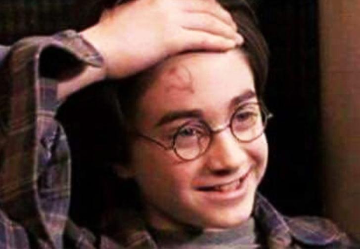 Фото №1 - Фанаты нашли доказательство того, что Гарри Поттер был коммунистом