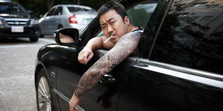 Фото №1 - Южнокорейские семьи нанимают «бандитских дядь», чтобы те общались с обидчиками их детей в школе