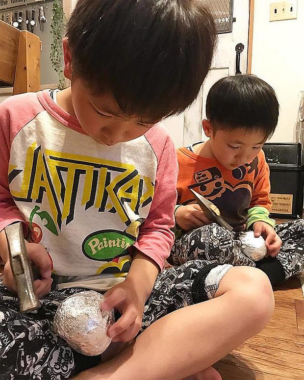 Фото №4 - Полировка шаров из фольги— популярное японское хобби