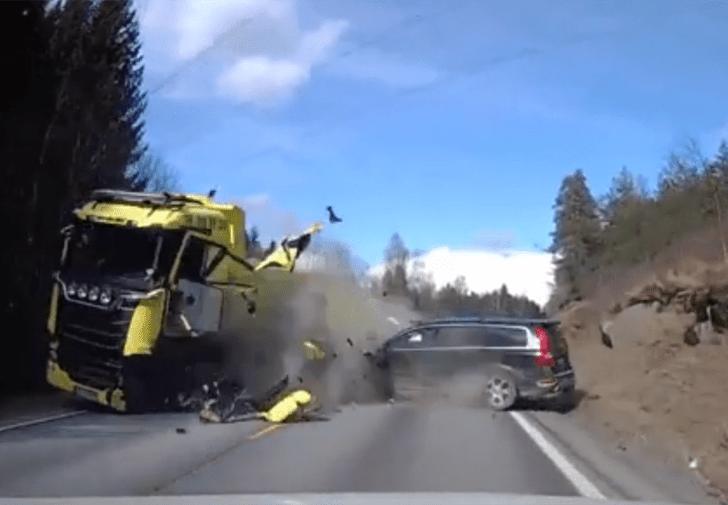 Фото №1 - «Встречка», она и в Европе «встречка»: универсал Volvo со всего маху влетает в грузовик (ВИДЕО)