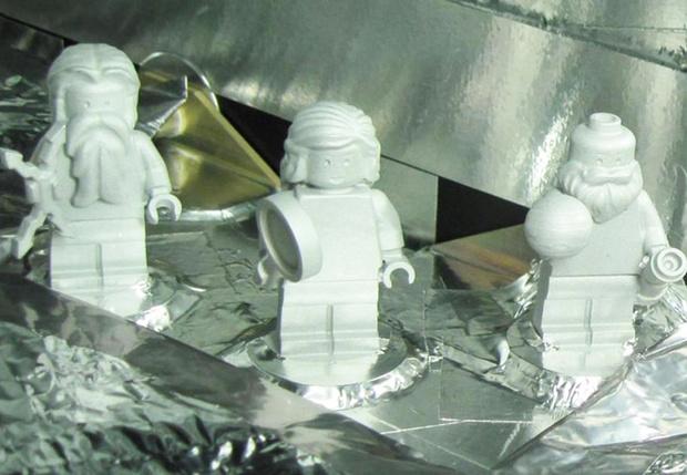 Фото №2 - Грязь, туркменский эпос и другие вещи, отправленные человечеством в космос