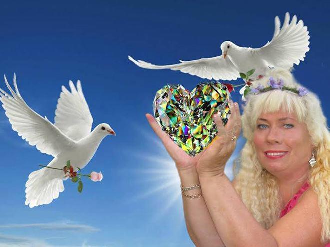 Фото №3 - Богиня Фотошопа: женщина поразила пользователей Facebook  своими фотографиями