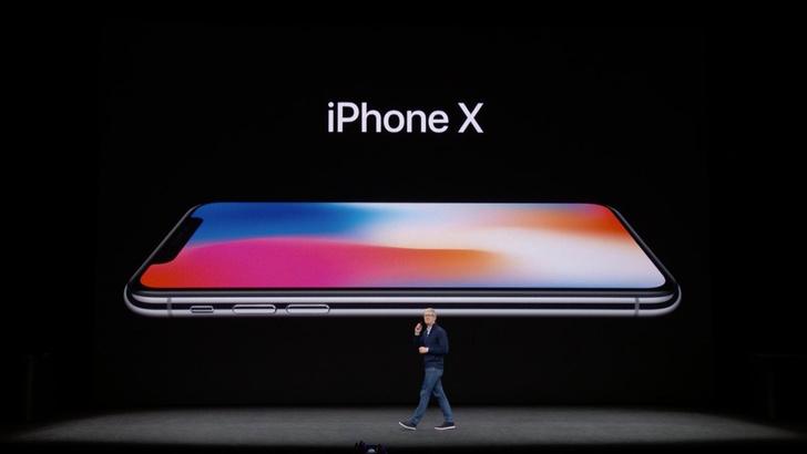 Показали десятый айфон! Два цвета, белый и черный, супер Retina дисплей.