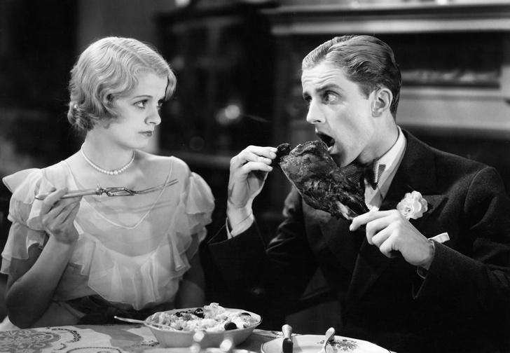 Теперь две женщины жалуются, что ты плохо кушаешь.