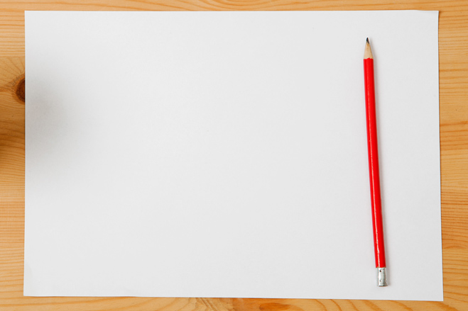 Карандаш и лист бумаги