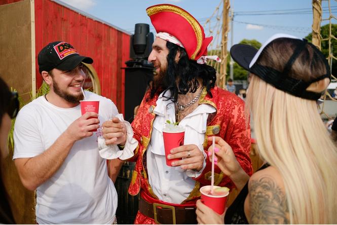 Как прошла пиратская вечеринка года на борту Captain Boat