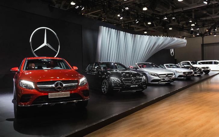 Фото №1 - Mercedes-Benz закатил вечеринку