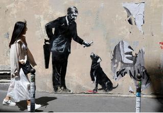 В Париже появились новые работы Бэнкси!