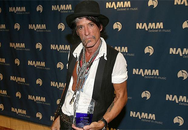 Фото №1 - Гитарист Aerosmith потерял сознание в гримерке и был госпитализирован