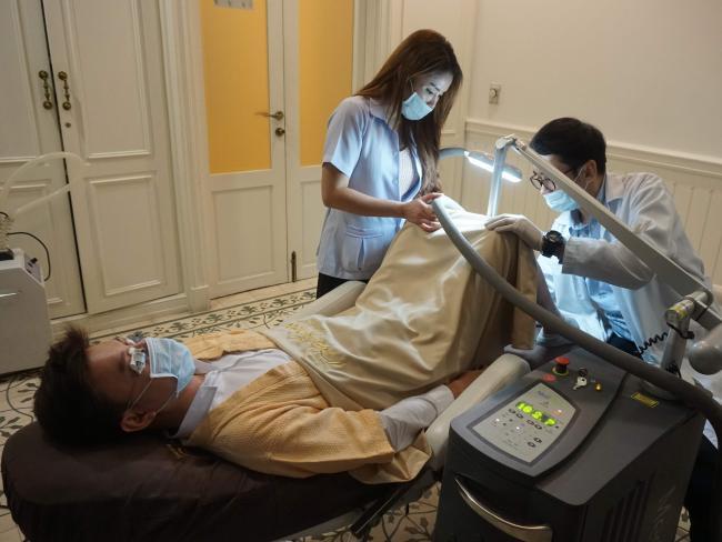 В Таиланде невероятно популярна новая услуга — отбеливание пениса