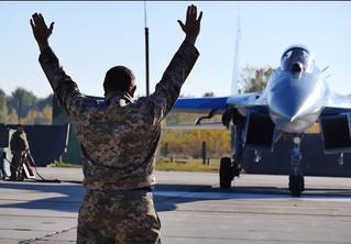 На Украине устроили учебный бой между Су-27 и F-15 (видео)