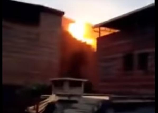 Фото №1 - Упс! Деталь ракеты прилетает из космоса, падает рядом с жилыми домами и феерически взрывается! (ВИДЕО)