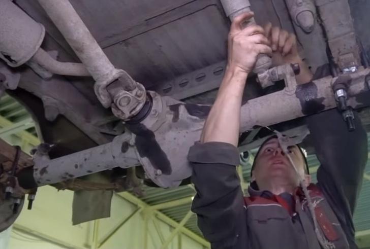 Фото №1 - Что получится, если перевернуть мост автомобиля (видео)