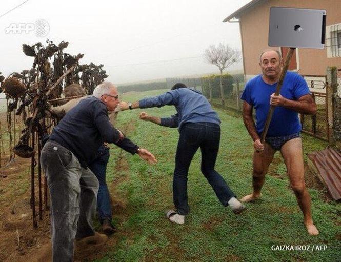 Герой Интернета: мужик с лопатой и в трусах
