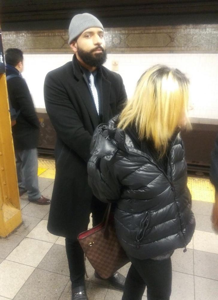 Фото №2 - В метро Нью-Йорка задержали русскоязычную пассажирку за ругань и нападение с зонтом (видео)