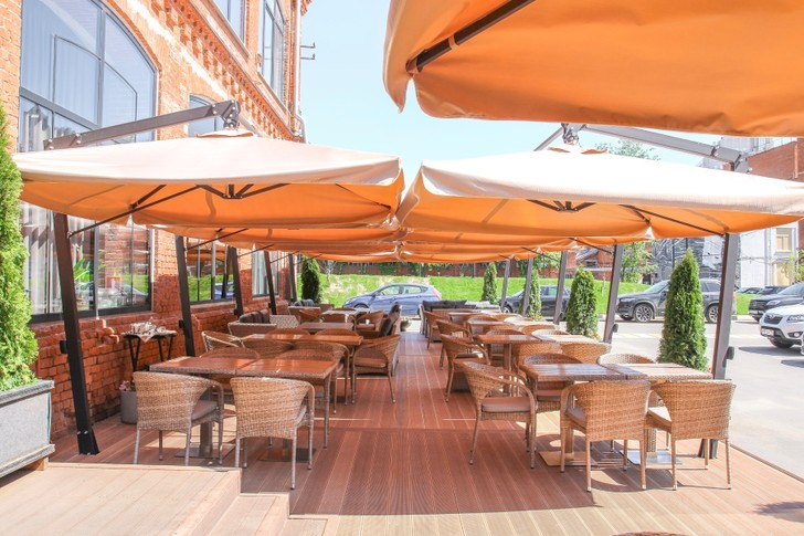 Фото №3 - Ресторан UHVAT открыл летнюю веранду и дополнил ее новым меню