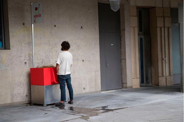 Фото №1 - Парижане ополчились на уличные писсуары