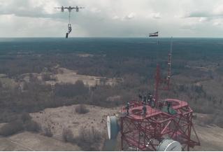 Однажды это должно было случиться. Человек прыгнул на парашюте с дрона!