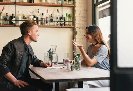 Женщины легче влюбляются в мужчин, которые умеют действовать языком