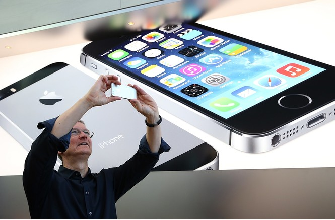 Тим Кук и пятые айфоны