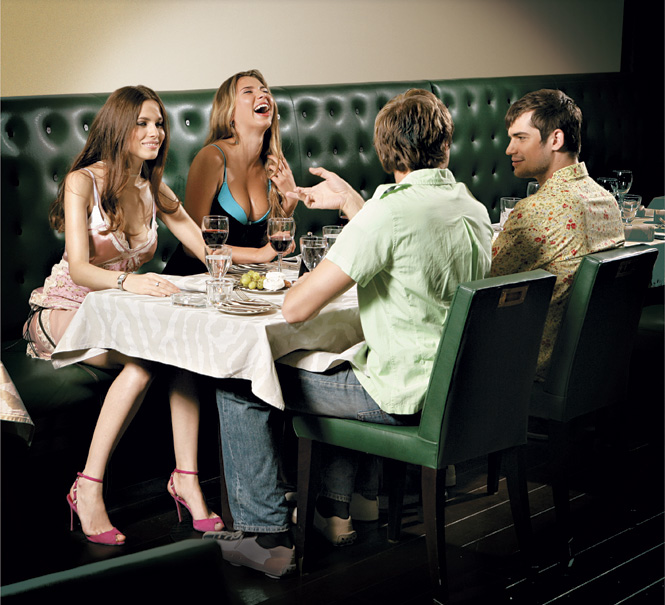Фото №1 - Пора по парам? Как мужчина должен себя вести на парном свидании