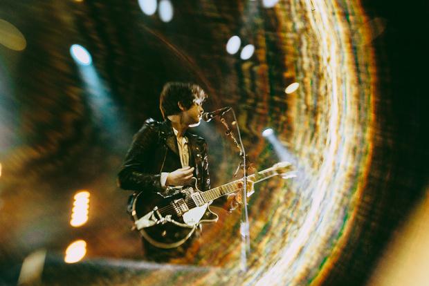 Фото №6 - «Один кучерявый — хорошо, трое — вообще огонь!» Что творилось на московском концерте The Kooks