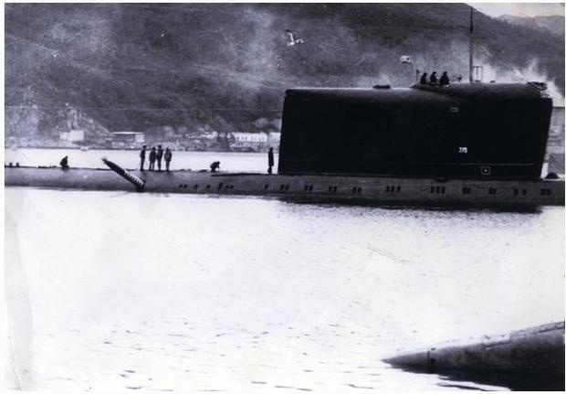 Фото №3 - История одной фотографии: торпеда торчит в борту советской подлодки в 1989 году