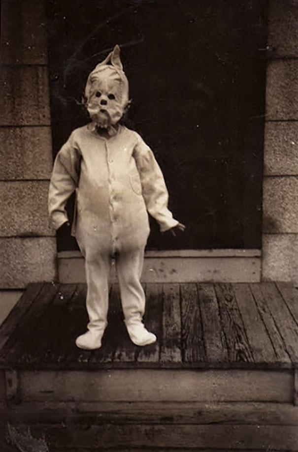 Фото №5 - Самые жуткие ретрокостюмы на Хеллоуин!