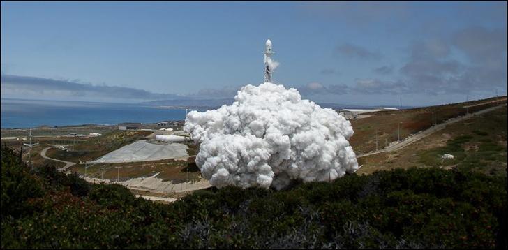 Фото №2 - Вот что случается с камерой, которая снимает запуск ракеты-носителя