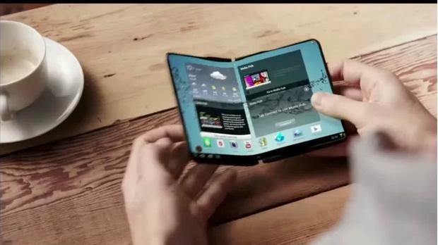 Фото №1 - Bloomberg: Samsung совместно с Google разрабатывает смартфон-раскладушку с гибким экраном