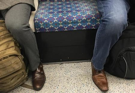 Две девушки завели «Инстаграм» про остроносые мужские ботинки, чтобы сделать мир лучше, чище, красивей!