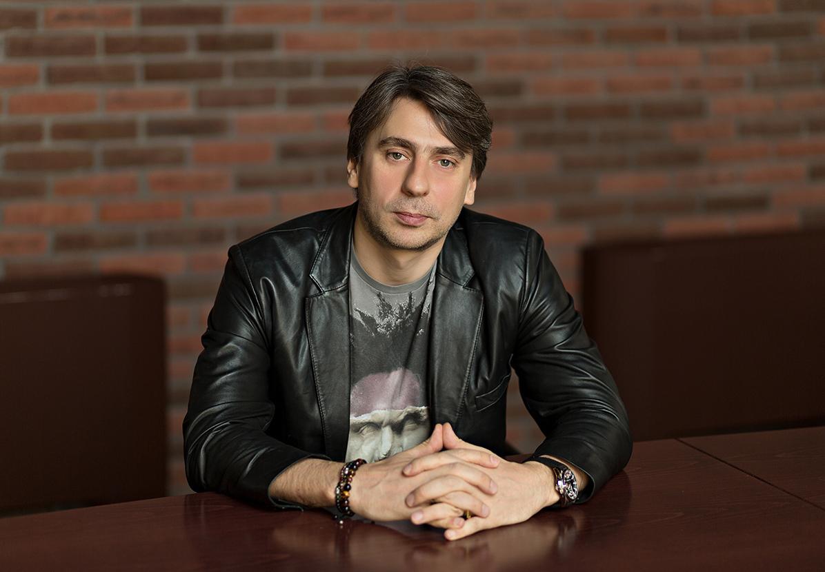 русское радио роман емельянов фото выбрать картину