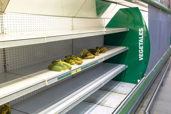 Фото №3 - Вот сколько пачек денег нужно, чтобы купить самые простые продукты в Венесуэле (фото)