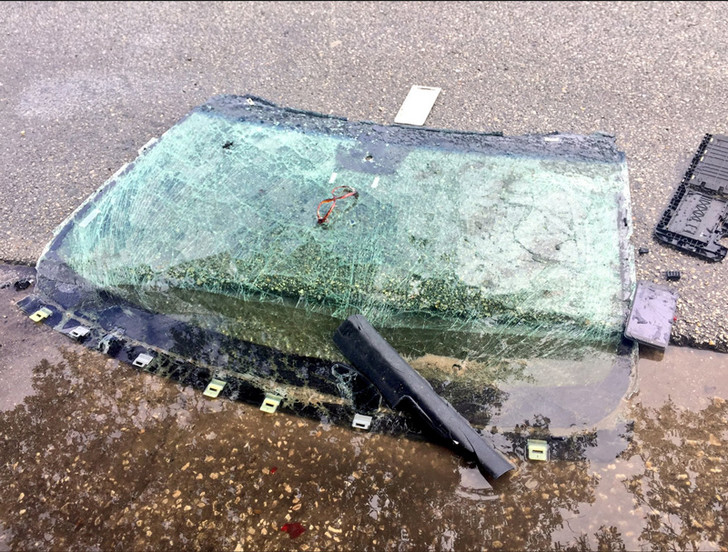Фото №2 - Забыл закрутить газовый баллон и закурил… Смотри, что осталось от машины!