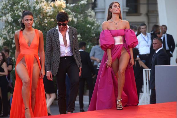 Фото №1 - На Венецианском фестивале модели пришли на премьеру без нижнего белья