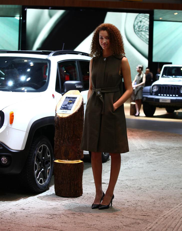 Фото №12 - Лучшие девушки автосалона в Женеве