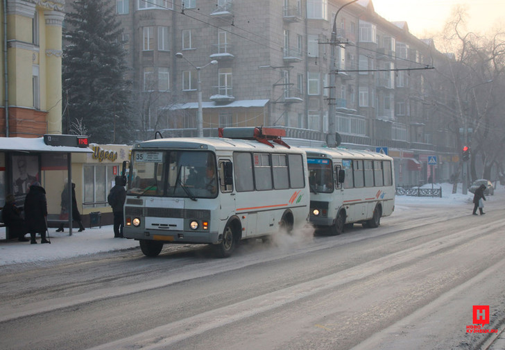 Фото №1 - В Новокузнецке автобусный перевозчик отменил льготы для пенсионеров из-за хамства пассажиров