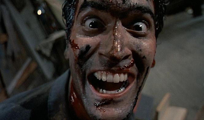 Фото №1 - Весельчаку Эшу Уильямсу из «Зловещих мертвецов» — 57! Спорим, ты не все знал о культовой трилогии