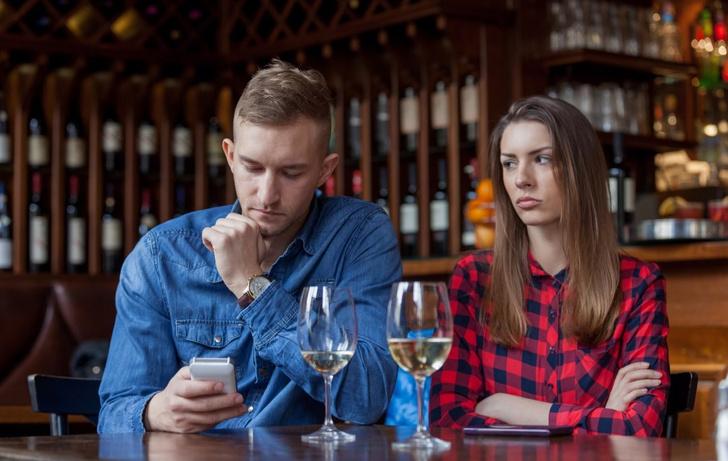 Фото №1 - Что такое «игнофонить» и почему это опасно для твоих отношений