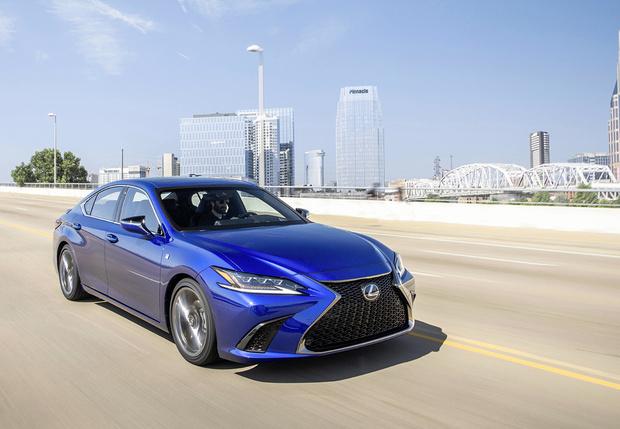 Фото №1 - Сделай заднеприводному Lexus GS ручкой. Новое поколение Lexus ES будет отдуваться задвоих