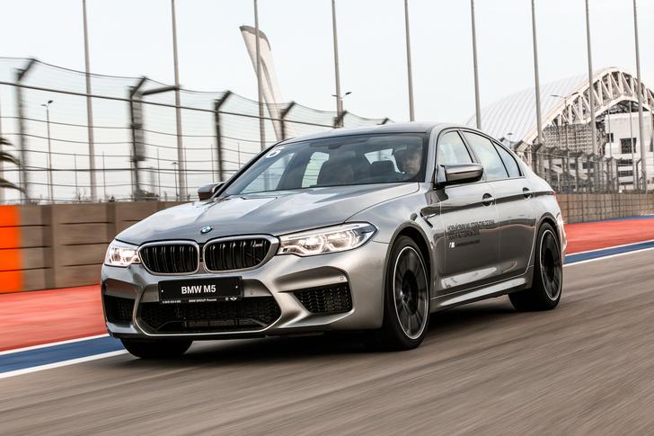 Фото №5 - Тест BMW M5, машины по превращению резины в дым