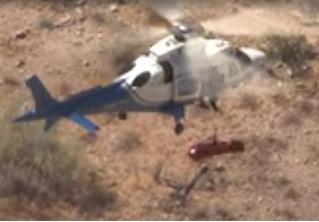 Спасатели попытались эвакуировать вертолетом травмированную пенсионерку, но что-то пошло не так и ей устроили карусель (видео)