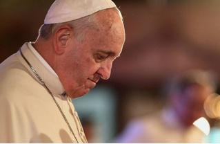 Папа римский признал: он иногда спит во время молитв