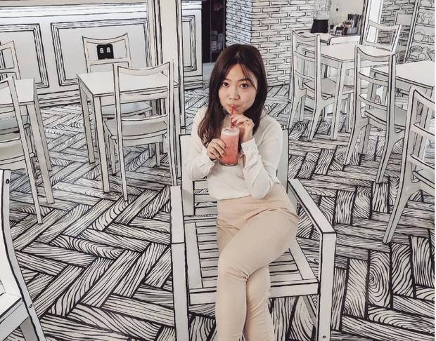 Фото №1 - Корейское кафе, которое выглядит как карандашный рисунок (видео)