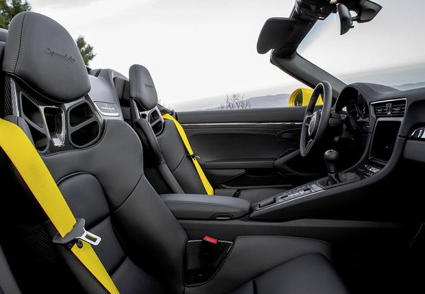 Фото №2 - Только семь штук Porsche 911 Speedster приедут в Россию