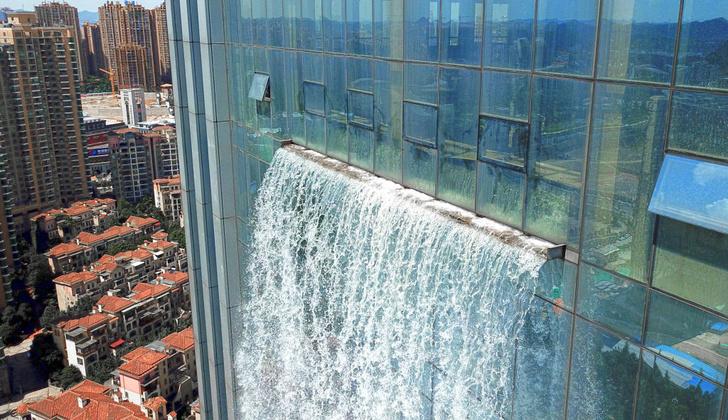 Фото №2 - Небоскреб с самым высоким в мире водопадом, созданным человеком. Ниспадающее ВИДЕО