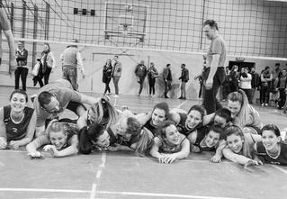 Волейболистки сфотографировались полуголыми в честь победы на чемпионате!