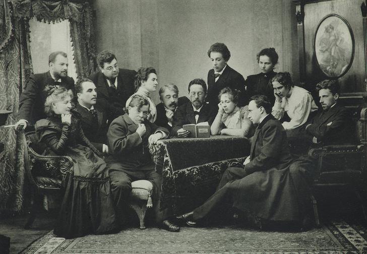 Антон Чехов с актерами читает пьесу «Чайка», 1899 г.